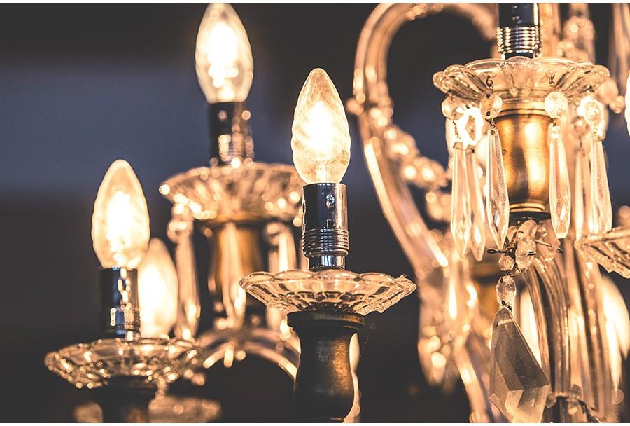 7 vietos, kuriose verta pakabinti šviestuvą